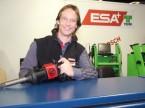 André Wenger, responsables des achats, du marketing et des biens d'investissement chez ESA présente la diversité des produits.